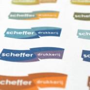 Schefferdrukkerij: logovarianten op een drukvel